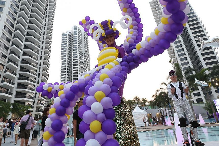 A party atmosphere and more on Oct 25 to mark the completion of d'Leedon, the largest condominium project in Singapore.-- ST PHOTO:NEO XIAOBIN