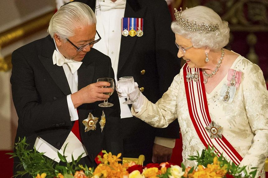 President of Singapore Tony Tan Keng Yam and Queen Elizabeth II share a toast during a state banquet at Buckingham Palace in central London on day one of the President of Singapore's state visit to Britain on Oct 21, 2014. -- PHOTO: REUTERS