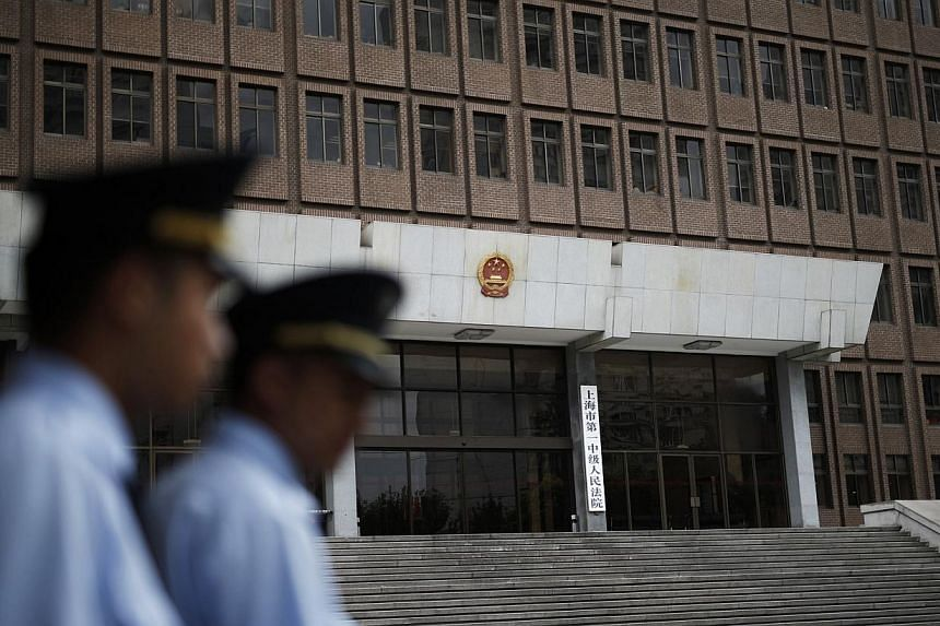 Police patrol outside the Shanghai No.1 Intermediate People's Court in Shanghai on Aug 8, 2014.The Chinese government is looking into abolishing the death penalty for nine of the 55 crimes that are currently punishable by death, state news agen