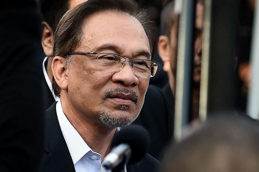 Malaysian opposition leader Anwar Ibrahim arrives at the court of appeals in Putrajaya, outside Kuala Lumpur on Oct 28, 2014. -- PHOTO: AFP