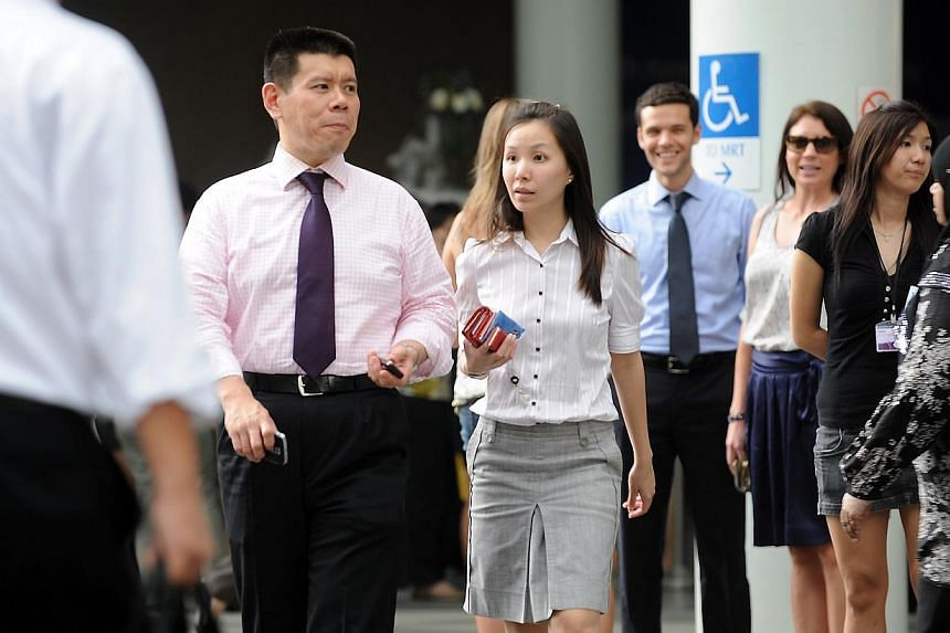 Office workers at Raffles Place, Singapore's Central Business District, during lunch hour. -- PHOTO: ST FILE