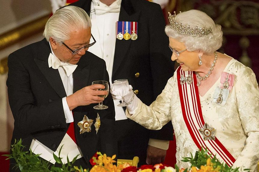President of Singapore Tony Tan Keng Yam and Queen Elizabeth II share a toast during a state banquet at Buckingham Palace in central London, on day one of the President of Singapore's state visit to Britain, on Oct 21, 2014. -- PHOTO: REUTERS