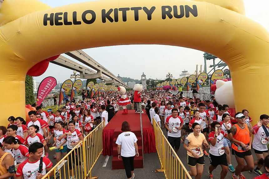 The world's most famous feline character - Hello Kitty - celebrated her 40th birthday with 17,000 race participants at the inaugural Hello Kitty Run Singapore held at Sentosa on Nov 1, 2014. -- ST PHOTO: NEO XIAOBIN