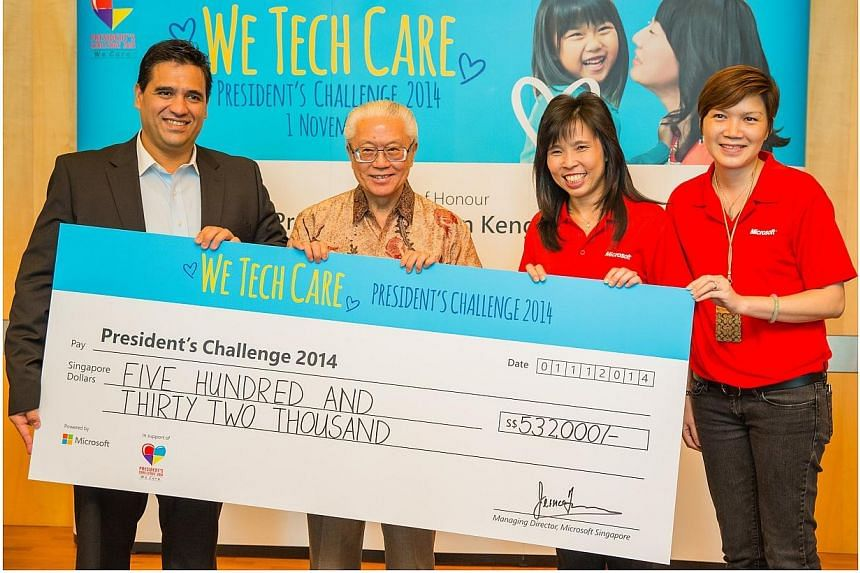President Tony Tan Keng Yam (second from left) receives the contribution cheque from (from left) Microsoft Asia Pacific vice-president Alvaro Celis, Microsoft Singapore managing director Jessica Tan and Microsoft Asia Pacific Operations Centre direct