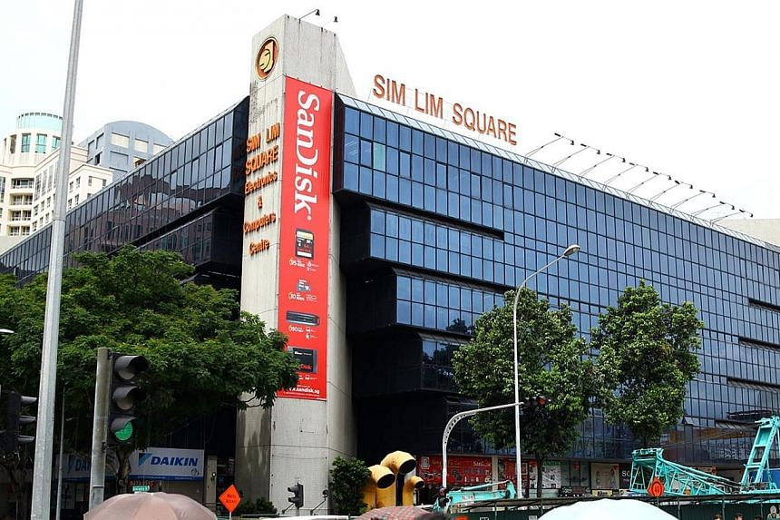 The management committee of Sim Lim Square on Monday appealed for help to tackle the problem of errant retailers at the mall, in a desperate move to salvage its reputation. -- PHOTO: ST FILE