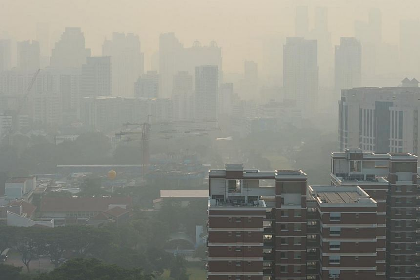 The city skyline as seen from a block of flats in Strathmore Avenue on Nov 3, 2014. The 3-hour PSI at 8am was 103 (unhealthy range).-- ST PHOTO: CAROLINE CHIA