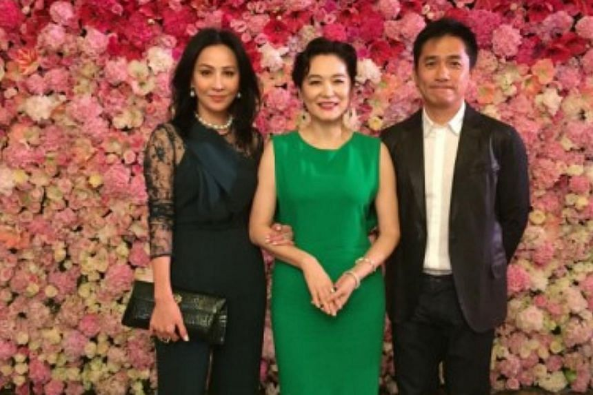 Lin Ching-hsia wore a green gown to greet her guests including Carina Lau and her husband Tony Leung. -- PHOTO: CARINA LAU/WEIBO.COM