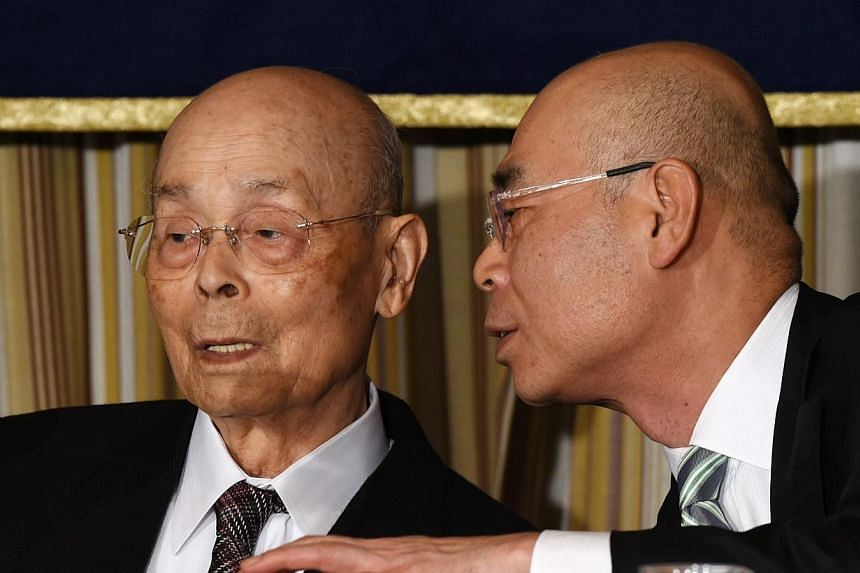 Top Japanese sushi chef Jiro Ono (left) listens to his son, Yoshikazu Ono (right), while attending a press conference at the Foreign Correspondents' Club (FCC) in Tokyo on Nov 4, 2014.Japanese sushi maestro Jiro Ono, whose creations were recent