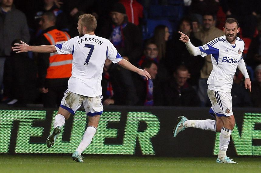 Sunderland's Steven Fletcher (right) celebrates after scoring against Crystal Palace during their English Premier League soccer match at Selhurst Park in London on Nov 3, 2014. -- PHOTO: REUTERS