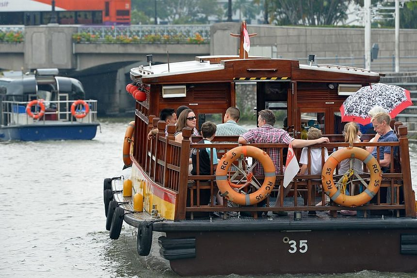 The bulk of the river taxis' clientele are tourists, and operators offer a 40-minute sightseeing boat tour targeted at them. Locals, however, tend to walk along the river or drive. The river taxi service plying the Singapore River was introduced in J