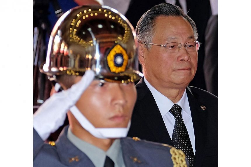 Taiwan's Defense Minister Yen Ming (right) stands next to a honor guard during a ceremony to honor the dead soldiers of Taiwan killed in Myanmar during World War II, at the Martyr's Shrine in Taipei on Aug 27, 2014.Taiwan's defence minister vis