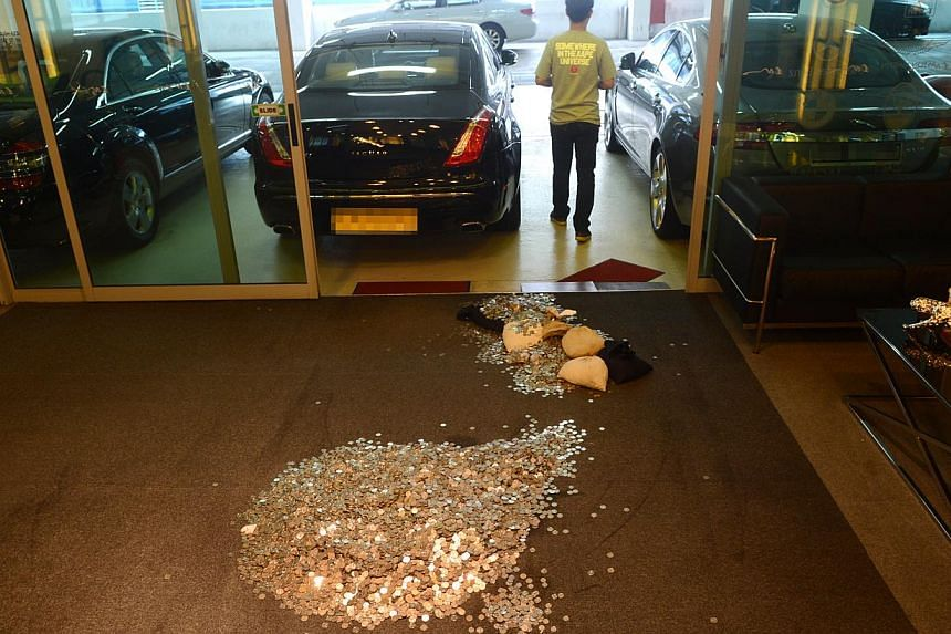 Some $19,000, in coins, were left at a car dealer's showroom on Tuesday. -- PHOTO: WANBAO