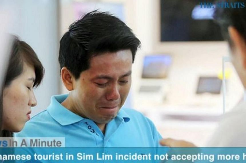 In today's News In A Minute, we look how Vietnamese tourist Pham Van Thoai, who was scammed when he tried to buy an iPhone 6 at Sim Lim Square, said he will not be accepting any more help. -- PHOTO: SCREENGRAB FROM RAZORTV