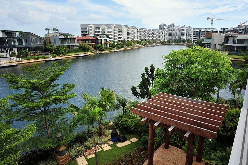 Prices of luxury homes in Singapore fell 10 per cent in the 12 months to the end of September - the worst performance in its category across 33 cities surveyed by property consultants Knight Frank. -- PHOTO: ST FILE