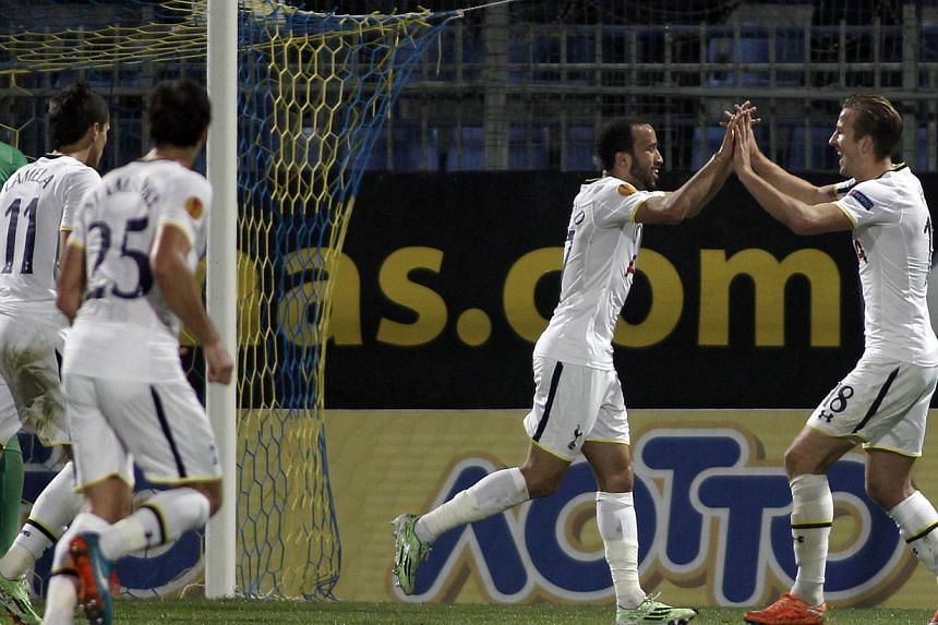 Tottenham Hotspur's Andros Townsend (left) celebrates his goal with teammate Harry Kane (right) during the Uefa Europa League group C football match between Asteras Tripolis and Tottenham Hotspur, in Tripoli south west in Greece, on Nov 6, 2014. -- P