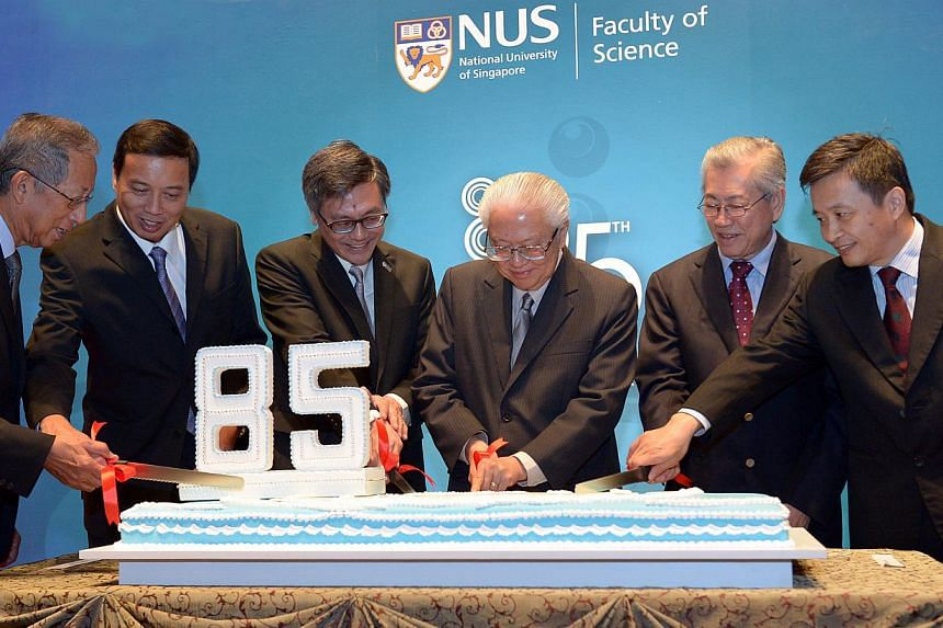 The National University of Singapore (NUS) Faculty of Science held a dinner celebration on 8 Nov, 2014 to commemorate its 85th anniversary. NUS Science will confer the prestigious Alumni Awards on 16 exceptional Science alumni in recognition of their