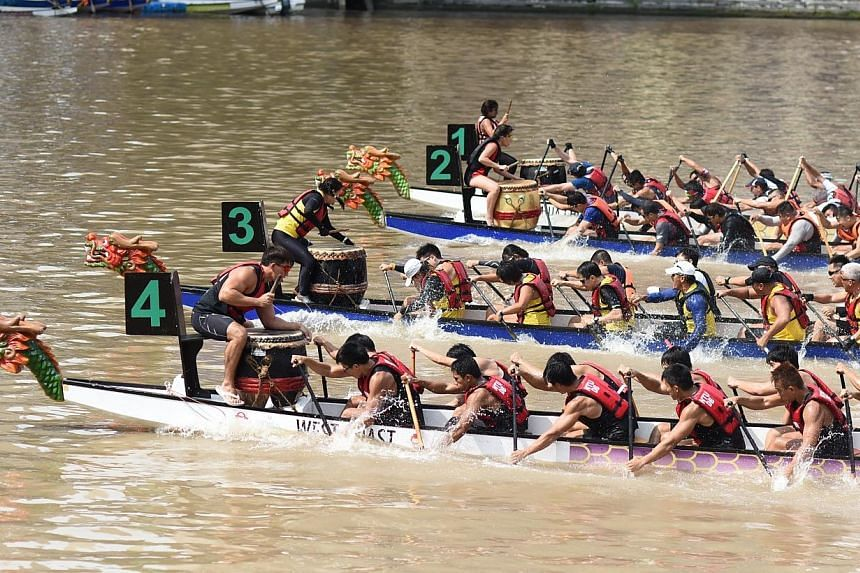 Participants of the 32nd Singapore River Regatta 2014 racing to the finish line.-- PHOTO: PA WATER-VENTURE