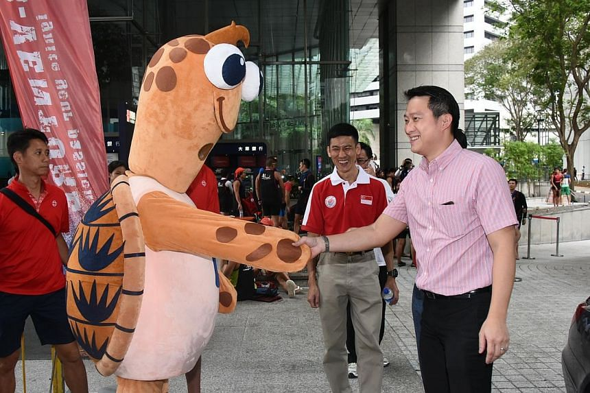 Bobby welcoming Dr Lam Pin Min, Minister of State for Health, to the 32nd Singapore River Regatta 2014. -- PHOTO: PA WATER-VENTURE
