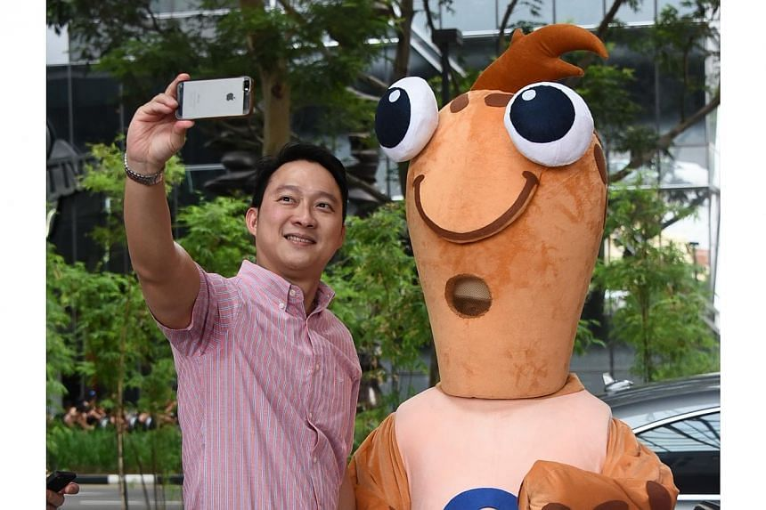 Dr Lam Pin Min and Bobby taking a selfie.-- PHOTO: PA WATER-VENTURE