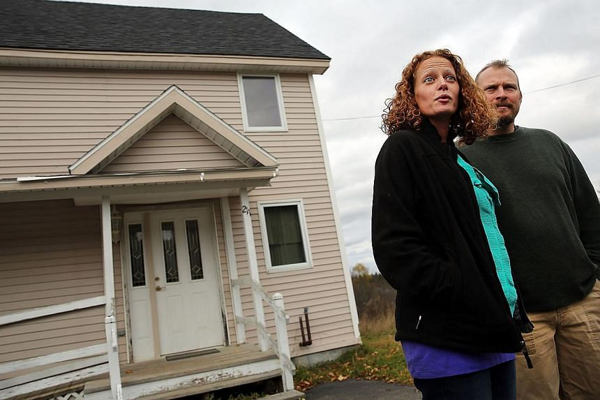 Kaci Hickox stands with her boyfriend Theodore Michael Wilbur as she gives a statement to the media in front of her home on Oct 31, 2014 in Fort Kent, Maine. -- PHOTO: AFP