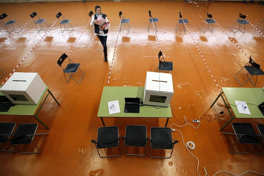 A volunteer makes preparations at a polling place for the 9N consultation in Sant Feliu de Llobregat, near Barcelona, on Nov 8, 2014. -- PHOTO: REUTERS