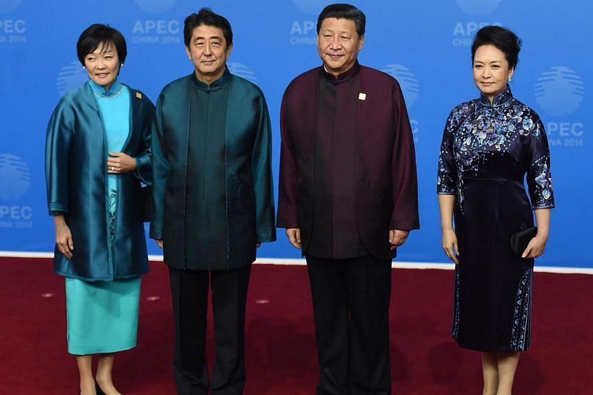 A group shot follows as Japan's Prime Minister Shinzo Abe and his wife Akie (left) pose for a photo with Chinese President Xi Jinping and his wife Peng Liyuan. -- PHOTO: AFP
