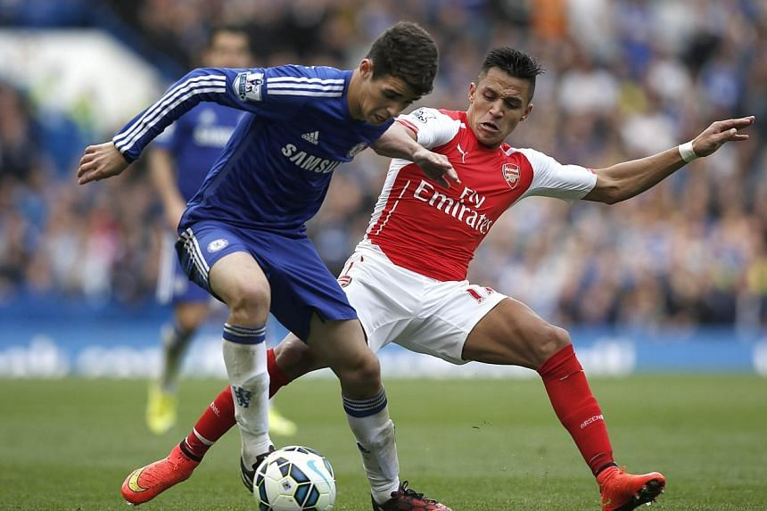 Chelsea's midfielder Oscar vies with Arsenal's Chilean striker Alexis Sanchez (right) during the English Premier League football match between Chelsea and Arsenal at Stamford Bridge in London on Oct 5, 2014. The Brazilian international  has sign