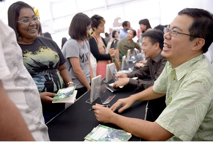 Poet Aaron Lee talking with fans during a book-signing at the Singapore Writers Festival on Nov 9, 2014.-- ST PHOTO:LIM SIN THAI