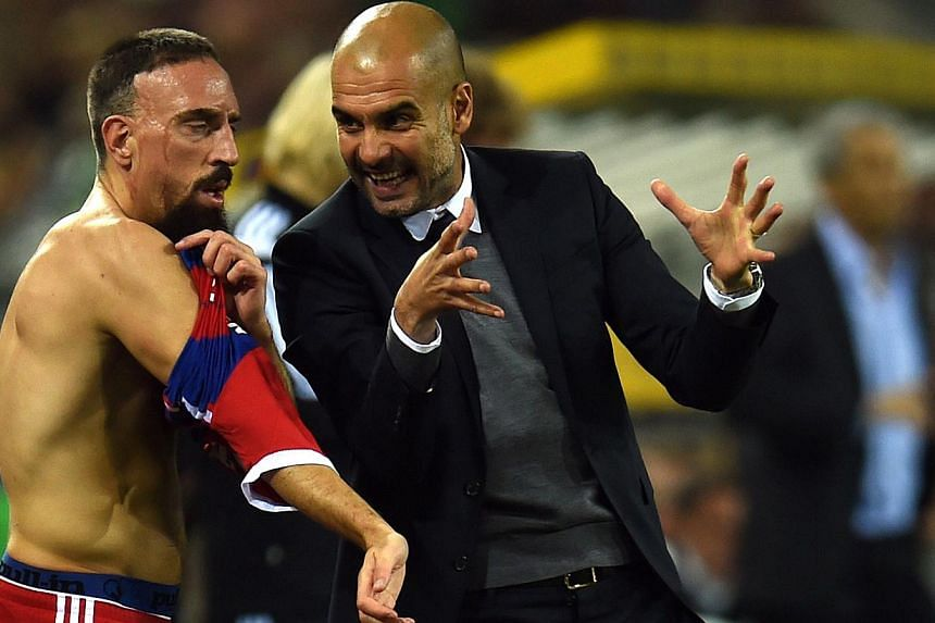 Bayern Munich's coach Pep Guardiola (right) giving instruction his French midfielder Franck Ribery during the Bundesliga football match against Borussia Moenchengladbach on Oct 26, 2014 in Moenchengladbach, Germany. -- PHOTO: AFP
