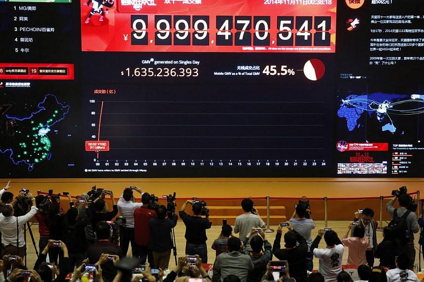 An electronic board shows the online transaction value on Alipay, an online payment system of China's leading e-commerce retailers Taobao.com and Tmall.com, at parent company Alibaba's headquarters in Hangzhou, Zhejiang province early Nov 11, 2014. -