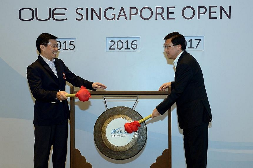 Minister of State Mr Lee Yi Shyan shaking hands with SBA patron and OUE Ltd Executive Chairman, Dr Stephen Riady after hitting the gong to mark the a new title sponsor of the $300,000 Singapore Open for three years from 2015 to 2017.-- ST PHOTO