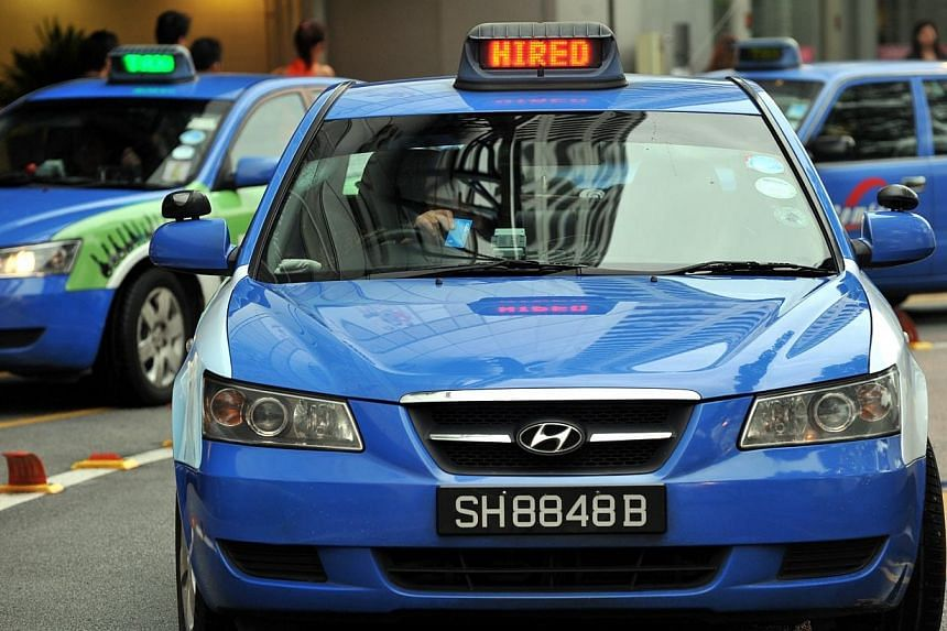 About half of ComfortDelGro's taxis were unable to process bookings or accept cashless transactions on Wednesday, after telco StarHub began experiencing intermittent disruptions to its mobile network from the morning. -- PHOTO: ST FILE