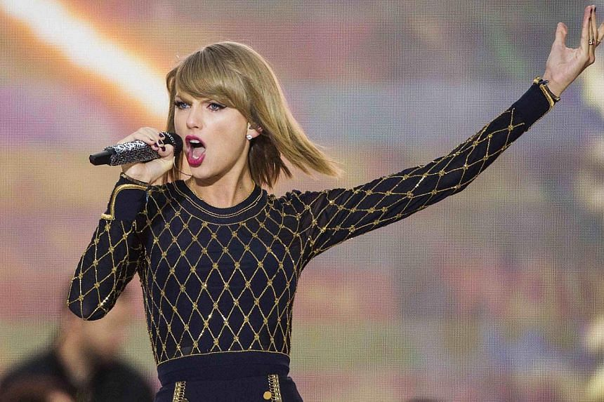 Singer Taylor Swift performs on ABC's Good Morning America to promote her new album 1989 in New York, in this file photo taken Oct 30, 2014.Spotify's chief executive said Tuesday his company was on the side of musicians after popular US artist