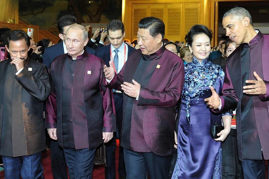 (From left) Brunei Sultan Hassanal Bolkiah, Russian President Vladimir Putin, Chinese President Xi Jinping, his wife Peng Liyuan and US President Barack Obama walk before the ceremonial reception held for members of the Apec Economic Leaders' Meeting