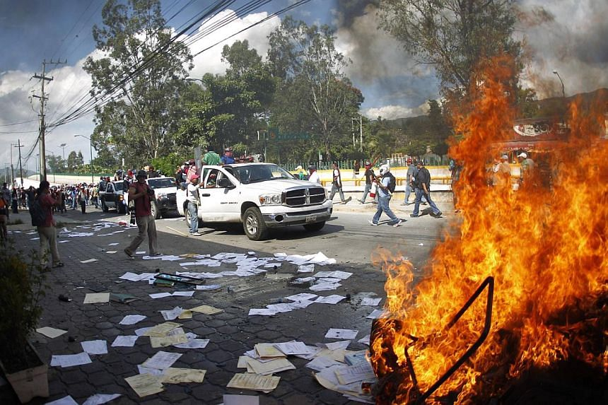 Furniture is set alight by members of CETEG (State Coordinator of Teachers of Guerrero teacher's union) outside the comptroller's office of the Secretary of the Department of Education in Guerrero, in Chilpancingo on Nov 12, 2014. -- PHOTO: REUTERS