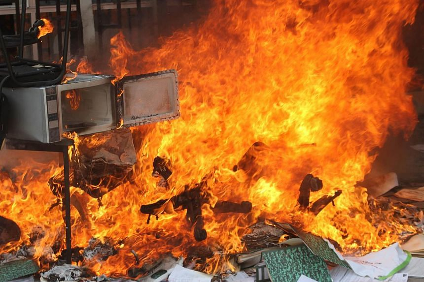 Fire set by protesters at the Education Secretarariat's Finance Office in Chilpancingo, Guerrero State, Mexico, on Nov 12, 2014. -- PHOTO: AFP