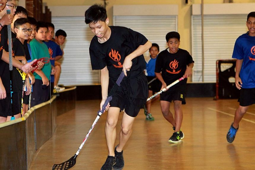 Northbrooks Secondary School students playing floorball. -- PHOTO: ST FILE