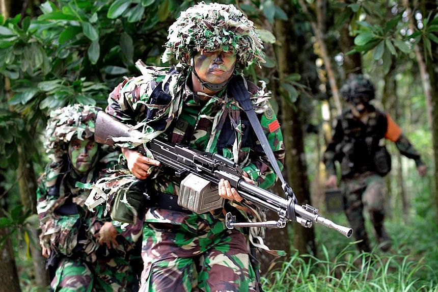 Men from the Singapore and the Indonesia National Army (TNI-AD) conduct an annual bilateral army exercise, code-named Safkar Indopura, in Singapore on Nov, 29, 2007. Indonesia is investigating two of its citizens for being part of this years' joint m