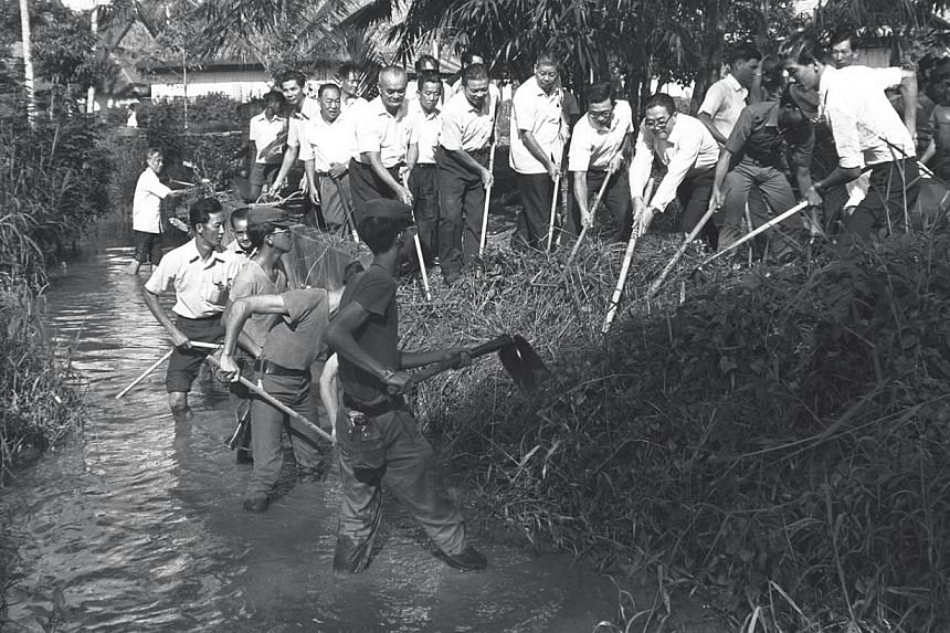 """Singapore's """"Keep Our Water Clean"""" campaign got off to a good start when 300 young men began a two-day operation to desilt theSungei Pang Sua in Bukit Panjang. -- PHOTO: ST FILE"""