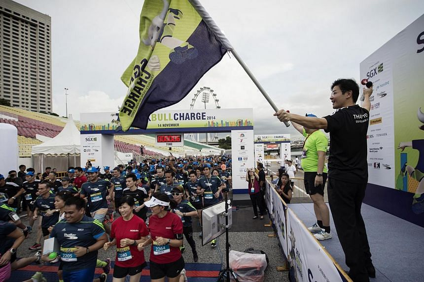 Guest-of-Honour Mr Lawrence Wong, Minister for Culture, Community and Youth & Second Minister for Ministry of Communications and Information, flagged off 6,000 runners at The Float@Marina Bay for the 11th edition of the annual run on Friday eveni
