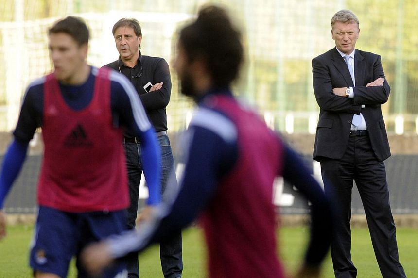 Real Sociedad's new coach David Moyes (right) attends his first training past Real Sociedad's manager Lorenzo Juarros in San Sebastian on Nov 12, 2014.Moyes said Thursday he turned down offers from several English clubs when he opted for the ch