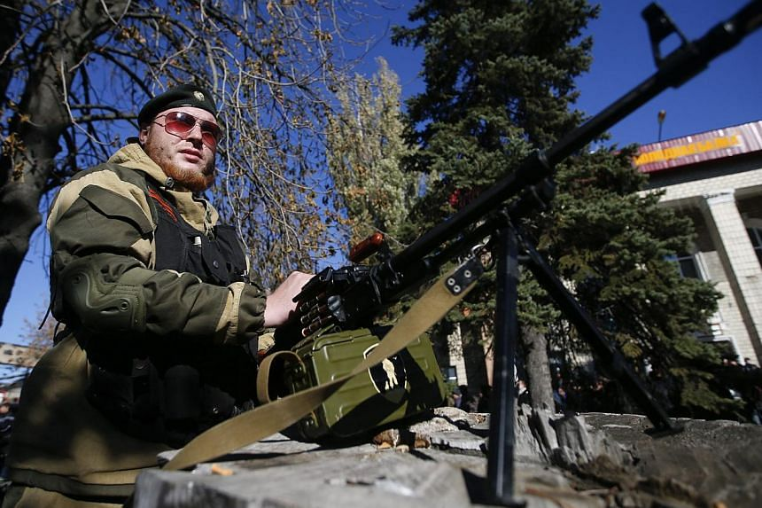 A pro-Russian separatist guards his position near the Kholodnaya Balka mine in Makiivka, outside Donetsk, Oct 29, 2014. The Ukraine crisis overshadowed talks on global economic growth at a G20 leaders meeting on Nov 15, 2014, with Europe calling on R