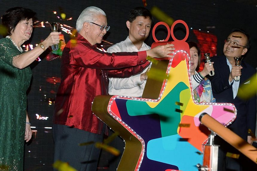 President Tony Tan (second, left) launches the Christmas light-up at Orchard Road. Together with Mr Tan are (from left) Mrs May Sng, Chairman of the Orchard Road Business Association (ORBA); Minister for Social and Family Development Mr Chan Chun Sin