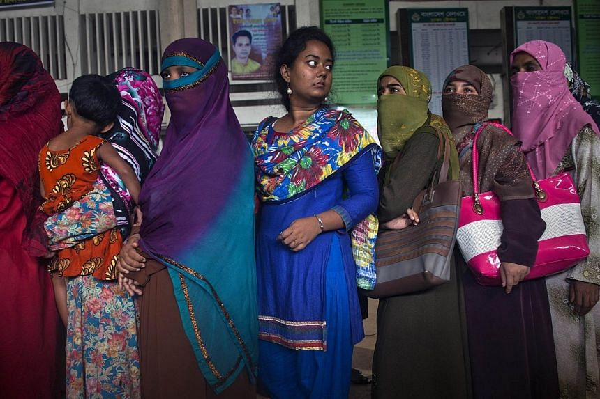Suspected Islamic militants have hacked to death a university professor in western Bangladesh, several years after he led a push to ban students wearing full-face veils, police said Sunday. -- PHOTO: AFP