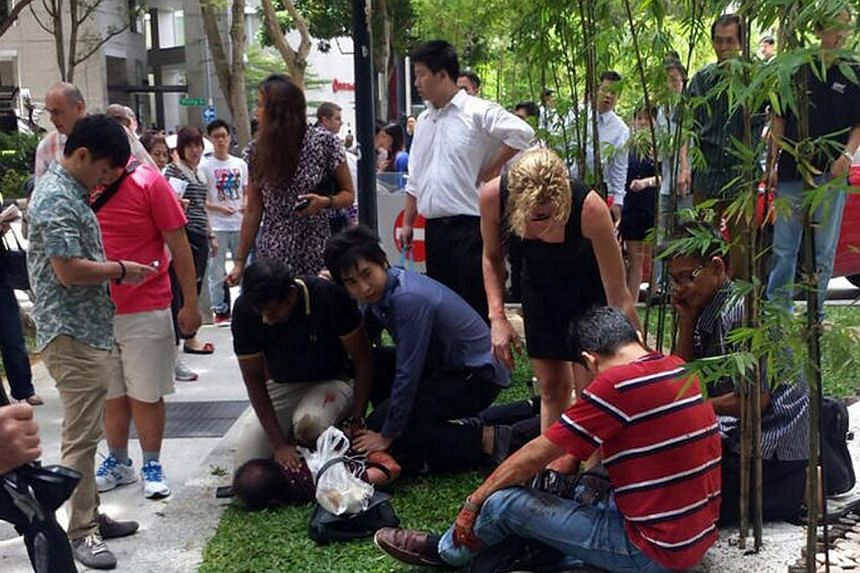 The man who was stabbed in front of a lunchtime crowd in the heart of Singapore's business district last Friday was discharged from hospital on Monday afternoon. -- PHOTO: LIANHE WANBAO