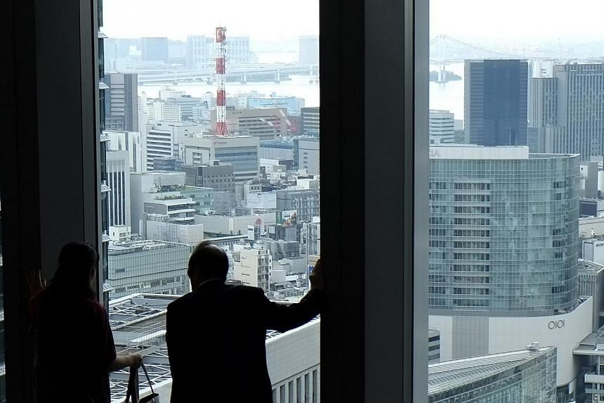 Japan's economy dropped into a recession after a second-straight quarter of contraction in a huge blow to Tokyo's bid to turn around years of laggard growth. -- PHOTO: REUTERS