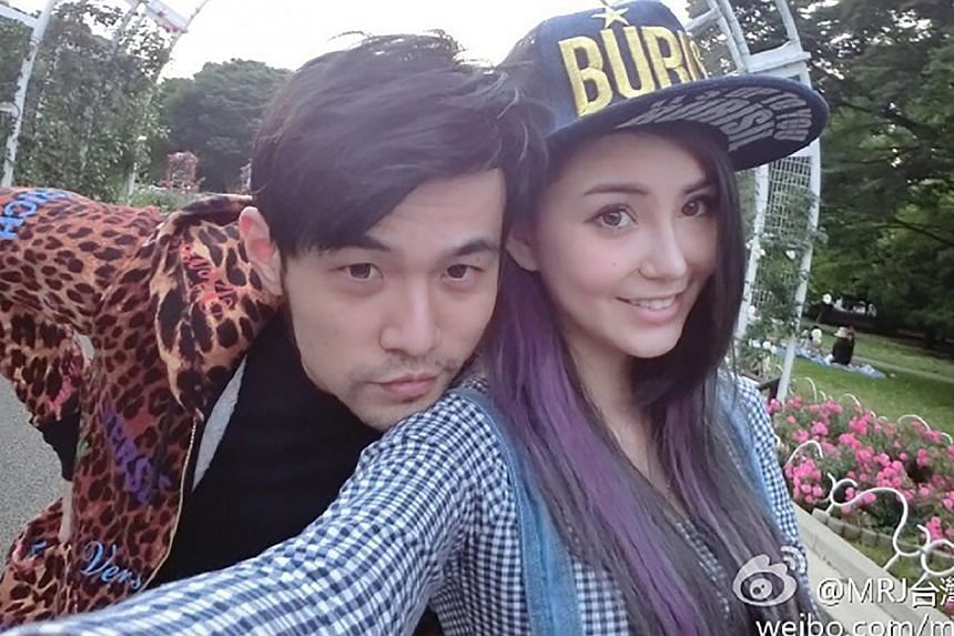 The two photos of Chou, 35, and Quinlivan, 21, were released through Weibo today. -- PHOTO:WEIBO ACCOUNT OF JAY CHOU