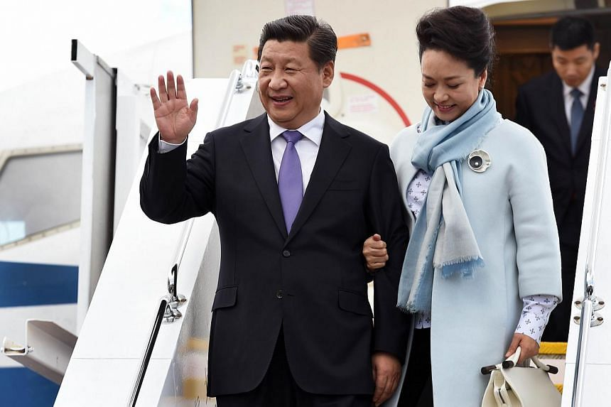 China's President Xi Jinping and his wife Peng Liyuan arrive in the Australian city of Hobart on Nov 18, 2014. -- PHOTO: AFP