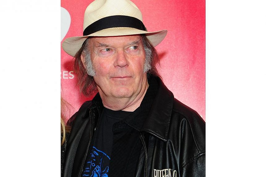 Rock icon Neil Young has pledged to stop drinking at Starbucks over an industry challenge to laws on genetically modified crops, but the coffee giant says the charges are false. -- PHOTO: AFP