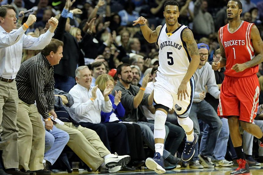 Memphis Grizzlies guard Courtney Lee (5) celebrates making a three point shot in the second half as Houston Rockets forward Trevor Ariza (1) looks on at FedExForum.Memphis Grizzlies mauled Houston 119-93 in a matchup between the two teams with